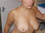 Amateurs - Women in panties - Inside the house - All ages