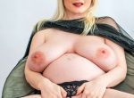 CASEY DELUXE - Pregnant in a pearl thong