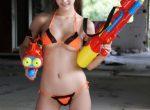 Sexy bikini babe Hinano Ayakawa